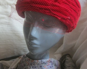 Vintage Lipstick red pillbox hat, velvet satin ruched pillbox  hat, red hat with netting, Mad Men 50s mid century hat,