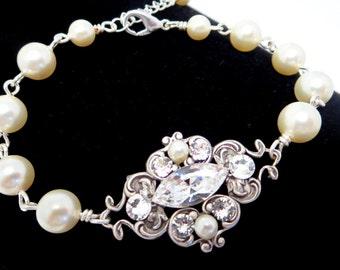 Pearl Wedding bracelet, Vintage bridal bracelet, Bridal jewelry, Pearl bracelet, Swarovski crystal bracelet, Bridesmaid bracelet, Cuff