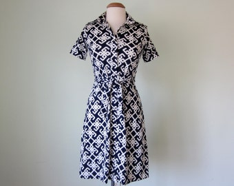 70s dress / navy & white print short sleeve belted shift mini (s - m)