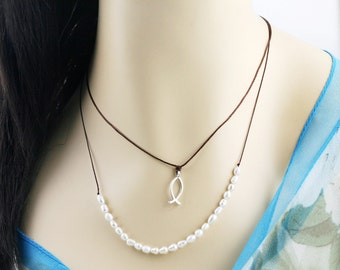 Beach trail necklace - fresh water pearl