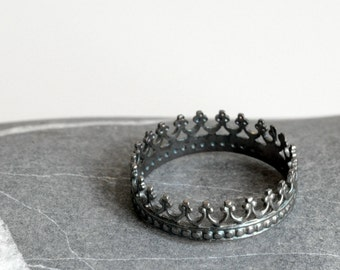 Dark Crown Sterling silver ring - Heavily oxidized