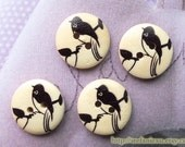 4PCS Wooden Buttons, Painted Color - Lovely Chic Black Little Magpie Bird Standing On The Tree (4PCS, D=1.8cm)