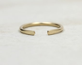 Smooth hammered gold horseshoe ring in yellow or rose gold fill or silver, knuckle ring