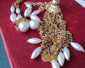 Vintage Mod 60s Long Pearl Tassel Necklace with Gold Discs and Double Chain