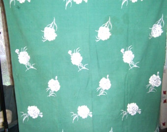 1950s PRINT KITCHEN TABLECLOTH - White Carnations on Mint Green