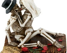 Halloween Bride and Groom Love Never Dies Gothic Wedding Cake Toppers-Hand Painted Couple Romantic Skeleton Lovers Embracing Figurines-LND2
