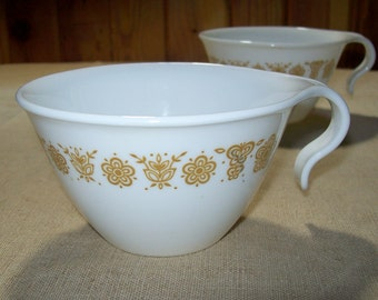 Corelle Butterfly Gold Hook Handle Cups Set of 15 / Set of 15 MCM 1970s Corelle Livingware Butterfly Gold Hook Handle Mugs