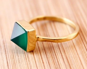 Emerald Green Onyx Point Ring - Pyramid Ring - Spike ring