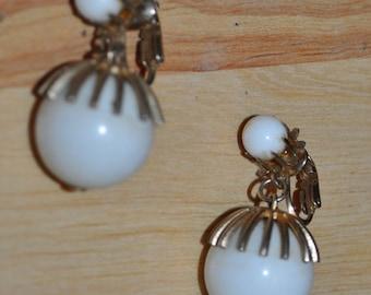 White & Gold Mod 60's Dangle Clip on Earrings