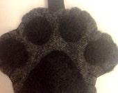 Paw print keychain black