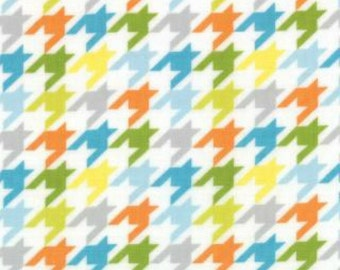 Mixed Bag by Studio M for Moda Fabrics, Houndstooth Sprout, 1/2 yard