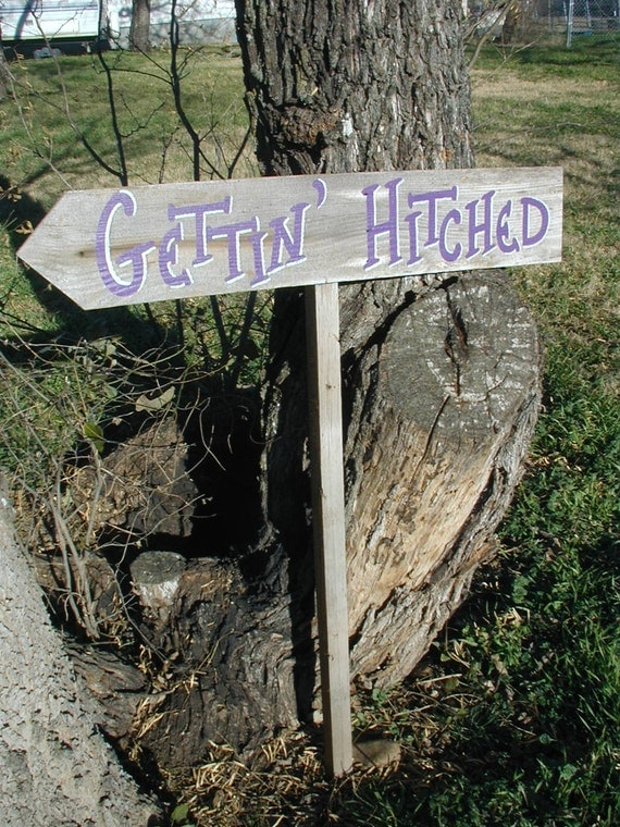 Barn Wood Natural Grey Gettin Hitched Wedding Sign With Stake Western Rustic Bridal Directional Arrow
