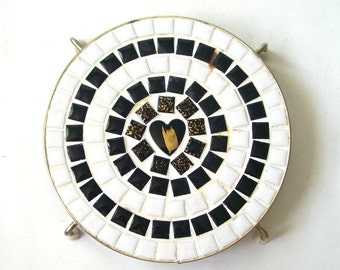 vintage 1960's mosaic tile trivet hot plate black white gold heart round mid century modern retro kitchen housewares decorative home decor