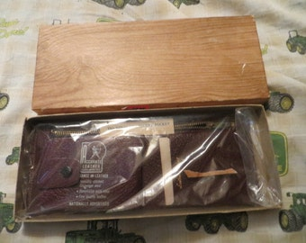 Vintage 50s  ACCURATE LEATHERS wallet billfold  brown leather  Secret  pocket  new in box
