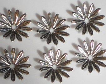N1397 Vintage Beads Flowers Connectors Spacer Gun Metal Caps Silver 15mm Daisy