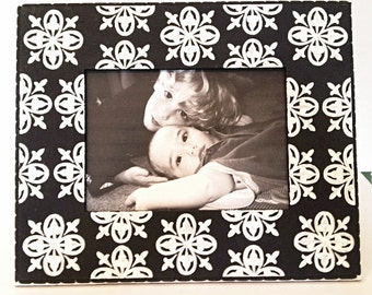Black and White 5x7 Picture Frame Hand Painted with Medallion Pattern , Painted Picture Frames , Modern Home Decor , Wedding Photo Frames