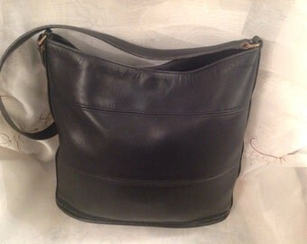 Vintage Coach TriBeCa Leather Shoulderbag Preppy Chic Traditional Fashionalbe Stylish Purse