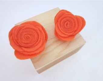 Orange Brooch -- Orange Pin Accessory -- Orange Brooch Pin -- Orange Flower Clip -- Orange Flower Pin -- Orange Rose Pin -- Felt Flower
