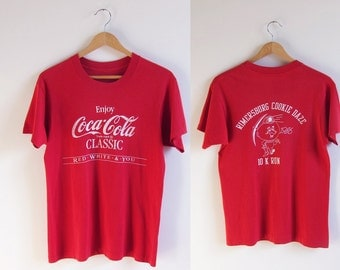 Vintage 1980s T-Shirt / COCA-COLA Classic 1986 10k Run Team TShirt / Size Small or Medium