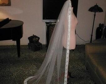 Vintage floor-length Ivory Lace Mantilla Bridal Veil