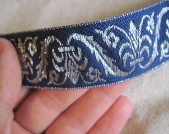 Corinthian Plume Jacquard Ribbon in SILVER and NAVY blue