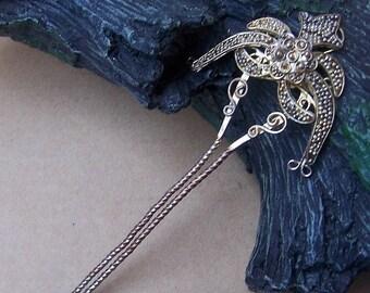 Vintage hair comb Indonesian Bali antiqued gold tone metal hair accessory hair pin hair pick (AHN)