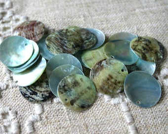 25pcs Mussel Shell Pendant Natural Drop  20mm Round Grey