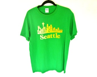 Vintage 90's Yellow Seattle Skyline Graphic on Spearmint Green T Shirt.  Men's Medium.