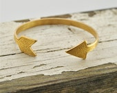 K'aa' - Vintage Brass Arrow Bangle Bracelet