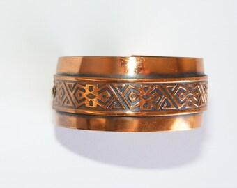 Vintage copper cuff with Aztec embossed detailing 1960s. Stamped. Unworn Vintage statement jewelry.