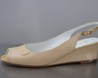 Magli Brunomagli patent and leather dark ivory short wedge heel open toe sling back 1980's excellent condition pretty neutral color size 7B