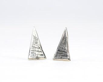 PRIMORDIA Basic Triangle Stud Earrings