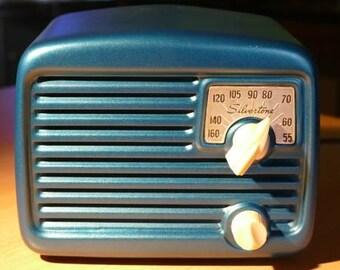 "SILVERTONE 8003 ""Metal Midget"" Radio (1949)"