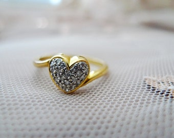 Blowout Sale. Vintage 850/20K Solid Gold Sweet Heart Ring. Size 7-7.25. Very Sparkly Pretty.