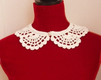 Vintage / Retro Hand Crocheted Collar with Vintage Pearl Button