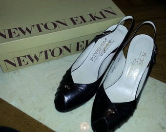 Vintage Florsheim Black Leather Pumps Heels Open Toe Peep Toe Size 8.5 B 1960s
