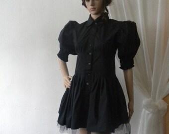 Elegant black crinoline shirt and tie