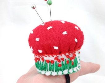 Ring Pincushion, Felt ring pincushion, embroidered pincushion, Mini pincushion, Bottle cap pincushion