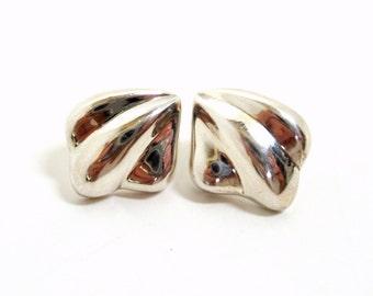 Sterling Silver Earrings- Puffed Shell Earrings- 1980s Earrings- Seashell Earring- 925 Earring- Shell Earrings- Beach Earring- Post Earring-