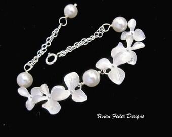 Bridal Bracelet Pearl Wedding Jewelry Orchid Bracelet Bridesmaid Gift Wedding Jewellery