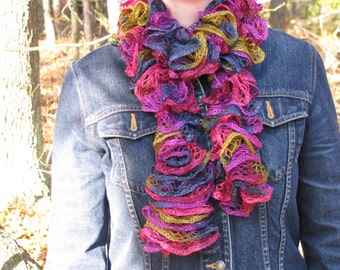 knitted ruffle/lacy scarf