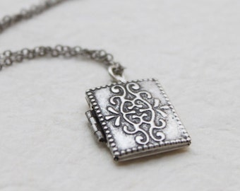 Vintage style silver rectangle Locket - S2340-1