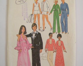 Vintage 1976 Barbie and Ken Pattern / 42 Pieces / Dress, Shawl, Caftan, Jumpsuit, Tops, Shorts, Cardigan / Complete