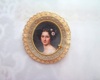felt brooch in light salmon and beige - broach of Auguste Strobl by Karl Stieler - lady portrait - gift for her - victorian style brooch
