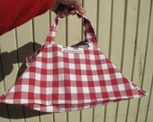Pie carrier,  perfect hostess gift, stocking filler for a woman - red gingham