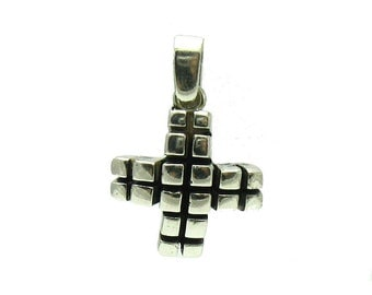 PE000927 Sterling silver pendant  925  Solid Charm Cross