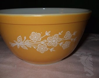 "Vintage Pyrex #402  Mixing Bowl ""Butterfly Gold 2"""
