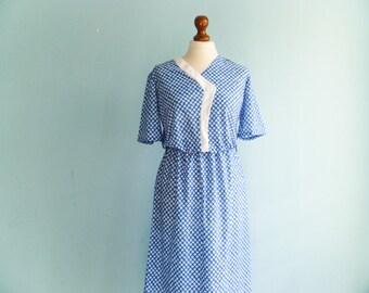 Vintage floral blue white dress / summer day dress / short sleeves / midi / medium