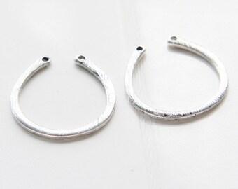 4pcs / U Link / Oxidized Silver Tone / Base Metal / Charm (C197/J262)