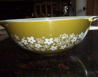 Spring Blossom AKA Crazy Daisy Pyrex#444, Vintage, Cinderella  Mixing Bowl 4 Quart